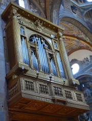 Orgue de la cathédrale de Parme, instrument Serassi, restauré par Mascioni en 2001. Source: it/wikipedia.org, auteur Maxime Gtn